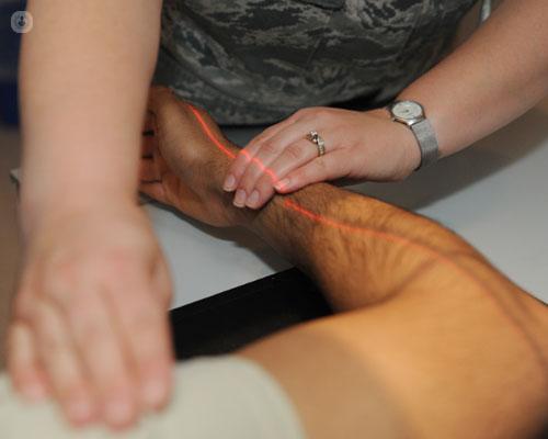 Las fracturas de codo suelen producirse por un traumatismo en la articulación - Top Doctors